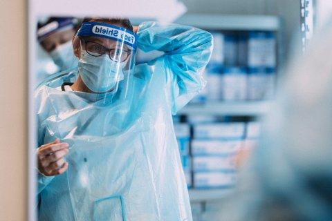 FHI tror smittetallene vil øke framover. Her fra en teststasjon i Oslo. (Foto: Jil Yngland / NTB)