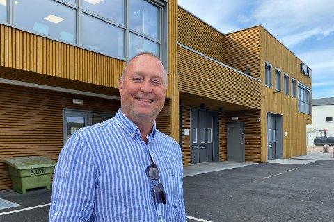 Morten Wenstad er en åpen og munter sektorleder som har gjort seg varm i trøya i Åsnes denne sommeren.