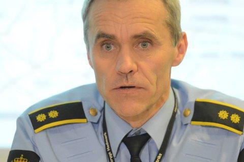 FULLVAKSINERT: Fungerende lensmann Trond Blikstad har sittet alene på lensmannskontoret de siste dagene.