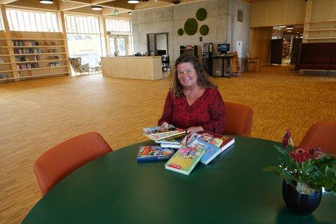ROMSLØIG: – Det skal inn flere barne-  og ungdomsbøker her, samt mer møbler.  Men dette blir en romslig del av det nye biblioteket, sier biblioteksjef Eva Øiseth Wenstad.