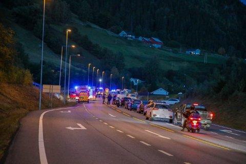DØDSULYKKE: Det ble lange køer etter ulykken på Fåvang.