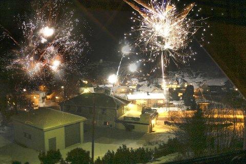 Fyrverkeri er vakkert, men slett ikke ufarlig. Dette bildet er fra Grimestad på Tjøme.