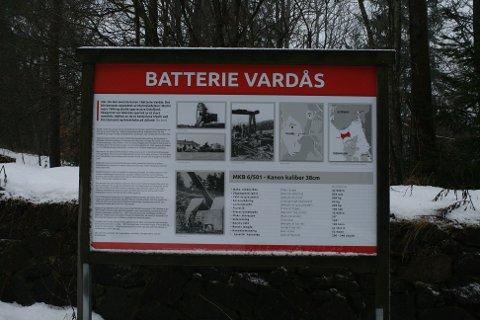 Det er mye historie å se på Vardås. Det er et fint tursted av mange grunner.