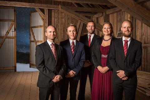 Oscar Almquist (nummer to fra venstre) er klar for juleturné i både Vestfold og Telemark med gruppa Christina Grefsrud-Halvorsen med band.