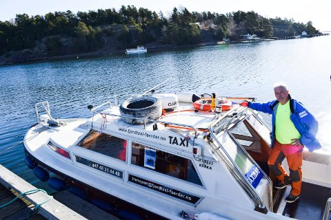 Hübner tar med seg guide på båttur og satser på historiske vandringer.