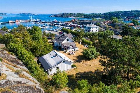 BELIGGENHET: – Sandøsund har alltid vært et veldig vakkert og trivelig sted, sier Eiendomsmegler for Eiendomsmegler 1, Tore Solberg.