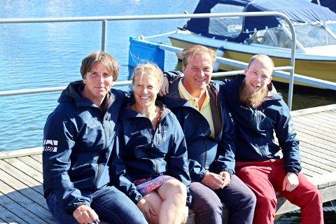 Her er den faste staben i Øyene. Vi ser fra venstre redaktør og daglig leder Tor Aslesen, journalist Nina Therese Blix, salgsleder Hans Morten Smith-Meyer og journalist Joakim Teveldal.