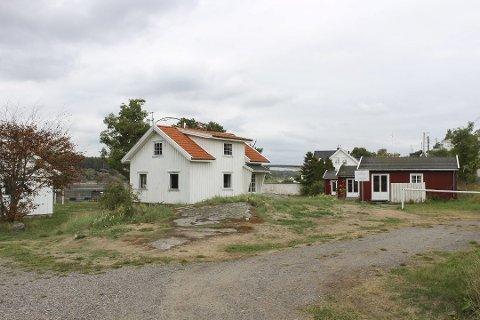 Denne eiendommen på Randineborg på Tjøme var ferieeiendom for Scanropeansatte i mange år. I 2018 kjøpte Færder kommune den til bruk for allmennheten. Nå skal rettighetshaverne snart få utbetalt penger.