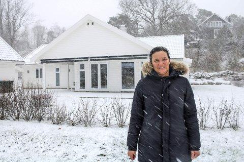 GODT Å KOMME HJEM:  – Det er virkelig godt å komme hjem etter seks måneder på ishavet, sier Berglund. Her foran huset hjemme i Goneveien på Tjøme.