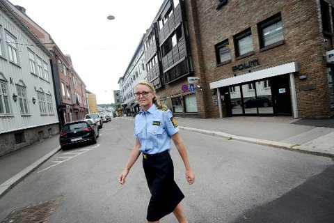 FOREBYGGER: Mona Kvistnes, seksjonsleder forebyggende enhet i Vestfold, sier politiet jobber med å forebygge voldshendelsene.