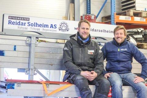 GRØNNE TALL: Byggmester Reidar Solheim AS leverer sterke tall hvert år. Byggmester Karl Fredrik Landsrød til venstre og Daglig leder Tor-Henrik Rød til høyre.