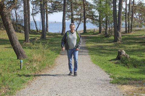 VIL FREMHEBE NATUR- OG KULTURLANDSKAP: Seniorrådgiver i Færder kommune, Ronny Meyer, forteller at det er flere kvaliteter både på Ildverket og på Hvaløy som de vil løfte fram.