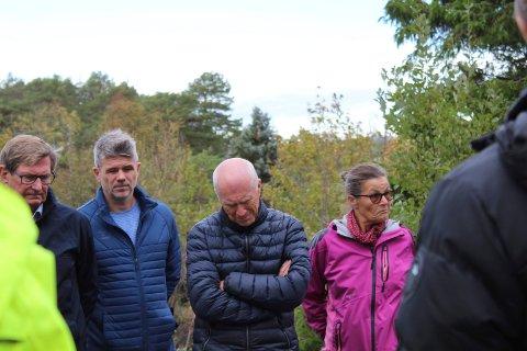 Erik Bakkejord til venstre har ventet lenge på å få rive og bygge nytt i Vestveien 544. Han har for øvrig også kjøpt seg fritidseiendom nedenfor i Langvika. Nå gjenstår det å se om det blir ja til de nye planene.