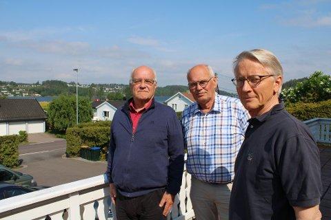 ARRANGERER MØTE: – Vi vet at det er mange som er enige i vårt syn på fastlandsforbindelsen, sier Jan Arild Lier (i midten). Til venstre står Dag Daler, til høyre; Jon Andresen i Munkerekkveien Vel.