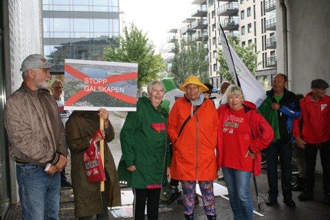 Aksjonsgruppen trosset regnet sist lørdag og demonstrerte i tog.