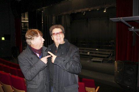 DET BETALES TIL NØTTERØY KULTURHUS: Vokalistene Tor Olsen og Lasse Sagen gleder seg til turnéstart på denne scenen 17. januar.