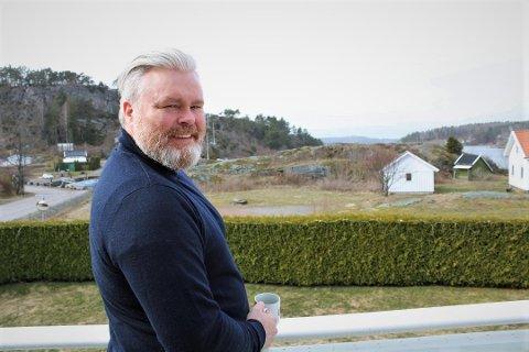 Rein Alexander flyttet til Tjøme høsten 2018. Nå har han engasjert seg i Randineborg-beboernes kamp for å unngå privatisering av deler av friområdet ved sjøen.