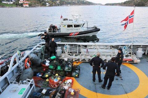 Kystvakta beslagla, sammen med blant annet politiet og Skjærgårdstjenesten, mye ulovlig hummerfiskeutstyr i Vestfold, blant annet i Vrengensundet og nordover mot Årøysund.