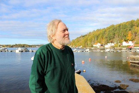 – Tenk annerledes: Edvard Rosén synes kommunen bør tenke mer på hva de tillater i strandkanten. Foto: Nina Therese Blix