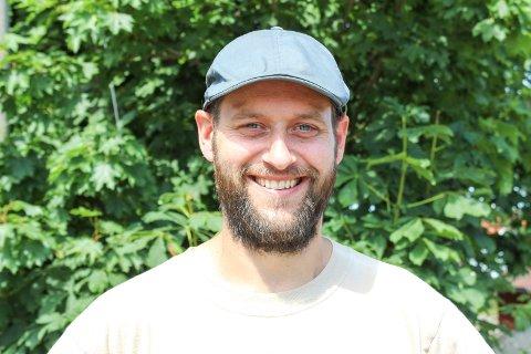 Caspar Rieber-Mohn har stått i spissen for foreldreengasjementet for å beholde Tjøme ungdomsskole der den er - og få den renovert. Etter siste kommunestyremøte før jul med budsjettbehandlingen, kunne han juble,