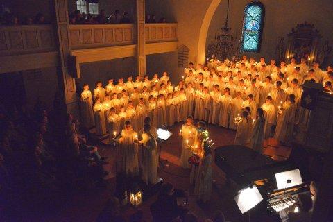 I fjor kunne kirkens korskole synge for en fullsatt kirke på Luciadagen. Søndag blir det færre mennesker på kirkebenkene, men til gjengjeld flere konserter.