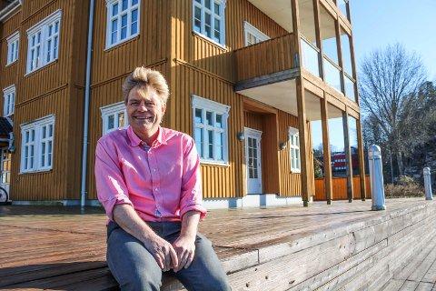 SLITER MED Å LEIE UT: Morten Glenna tror at fastlandsforbindelsen og trafikksituasjonen mellom Tønsberg og Nøtterøy er grunnen til at de moderne næringslokalene hans ikke blir leid ut.