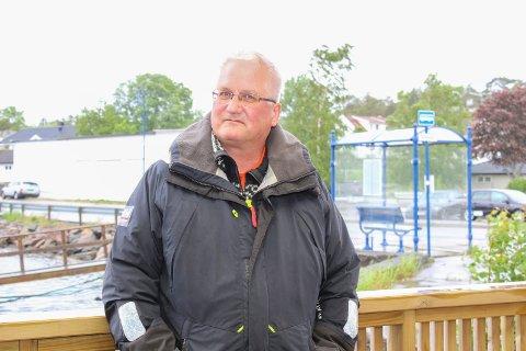 Kjetil Herland leder Ormelet Vel og er opptatt av trafikksikkerhet langs fylkesveien som går gjennom bomiljøet her.