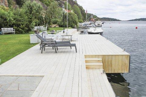 UTVIDET: Under tilsyn konkluderte kommunen med at brygga i Styrsvikveien hadde blitt utvidet med omtrent 50 kvadratmeter og hadde et totalt areal på 117. Det godkjente arealet mente kommunen måtte være 63 kvadratmeter. Nå må deler bort.