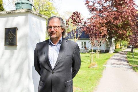 Ivar Neteland er gårdsbestyrer på Engø gård, som opplevde omsetningsrekord i juli, på tross av at mye ikke kunne gjennomføres slik det pleier.