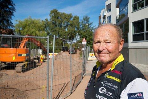 Bjørn Skar bor i toppleiligheten over veiarbeidet i Kanalveien. Det har vært strevsomt.