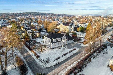 Her er den planlagte villaen. Rett til høyre for den ser man den store Villa Rosanes.