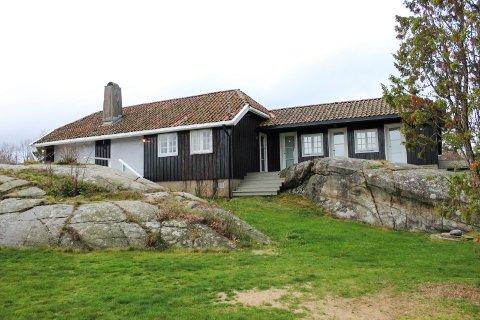 Holtekjærstranda er adressen for to fritidsboliger som Breili & Partnere AS sin styreleder eier. Nå er begge gjenstand for tilsyn fra Færder kommune.
