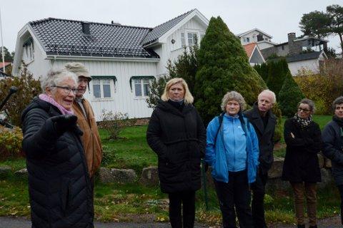 Naboene Grethe Bjønness Nilsen (fra venstre) og Harry Bjønness Nilsen har engasjert seg sterkt i byggesaken i Nestvik. Dette bildet er fra en befaring. Videre mot venstre står Linda Lorentzen (H), Tone Kalheim (felleslista rødt/SV), Reidar Gotteberg (MDG), Siri Foyn (Ap) og Karen Lie (Ap).