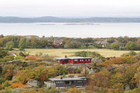 Rundt 200 eiendommer, hovedsakelig på Tjøme, kan få endret arealkategori, som vil gjøre det vanskeligere å utvikle eiendommene. Her et illustrasjonsfoto med utsikt fra Torås mot Moutmarka.