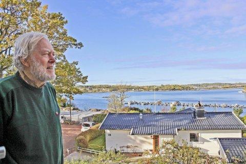 Edvard Rosén har bodd i Movik i 45 år, og er opptatt av det som skjer i det sjønære nabolaget. Nå har han bedt Færder vurdere flere forhold han oppfatter som stengsler i strandsonen.