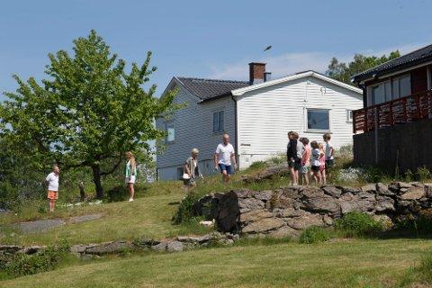 Visningene på de gamle forsvarsboligene på Mågerø på Tjøme tiltrakk seg mange mennesker. De ble også solgt fort.