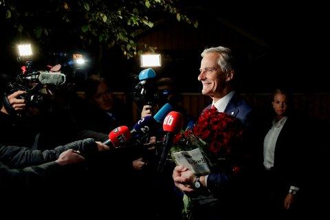 Ap-leder Jonas Gahr Støre på vei hjem til sin bolig i Oslo etter en lang valgkamp.