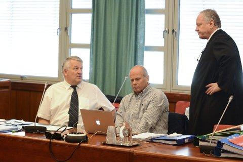 TEMPERATUR: Aktor Kjetil Omholt og sjefsetterforsker Sigbjørn Fevang fikk klare meldinger om hva bistandsadvokat Sigurd Klomsæt mener om rekonstruksjonen på brua.