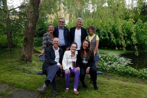 Bak fra venstre: Gina Winje, Guttorm Guttormsen, Per Erik Andersen og Astrid Borchgrevink Lund. Foran fra venstre: Lars Vik, Bjørg Vik og Geddy Aniksdal.