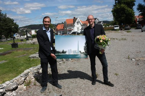 Espen Surnevik sier det eksisterer mye feilinfo rundt kirkemuren. Her avbildet sammen med kompanjong Ådne Trodal da de vant arkitektkonkurransen.