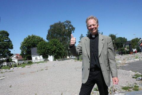 Sokneprest i Porsgrunn menighet, Ivar Brobakken, hadde porselenskirken «Reis opp» på sin «topp 3»-liste over forslagene til nye kirke.