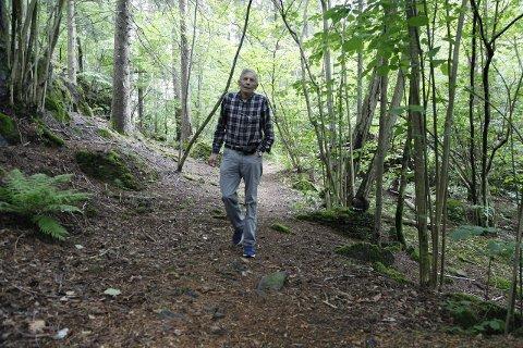 Asbjørn Kvam går ofte tur på stien langs Tveitanåsen, men møter sjeldent noen andre. Derfor kontakta 79-åringen PD. Han håper nå at flere vil oppdage det naturskjønne området.