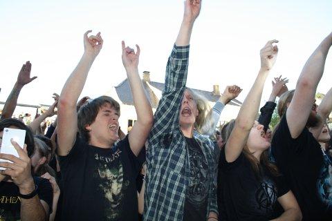 Entusiasmen og inderligheten var signaturen på progrockkvelden med Pagans Mind og Dream Theater i Wrightegaardens hage tirsdag kveld midt i fellesferien. 2000 publikummere opplevde en stor kveld med verdens beste band innen genren. En stor kveld for mange.