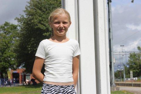 Tilde Eliason har store ambisjoner om å bli en bedre tennisspiller. Hun har begynt å trene friidrett for utvikle seg videre. 11-åringen er en av de beste tennisspillerne i sin årsklasse i Norge.