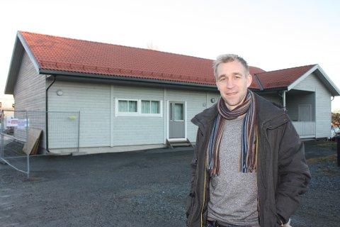 Gjermund Eggen er prosjektleder i Heistad Utvikling som er et datterselskap i Porsgrunn Utvikling. Han sier at Eldresenteret på Heistad vil bli revet, men at aktivitetene i huset planlegges å få plass i det nye bydelshuset som planlegges som en del av utbyggingen på området til tidligere barneskolen på Heistad.