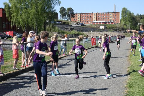 Det var tæl og innsats fra start til mål da 640 skoleelever deltok i Tinestafetten på Furulund Idrettspark i Brevik tirsdag formiddag. Dette var deltakerrekord i det som kalles verdens største stafett.