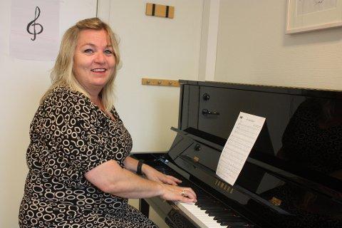Ingrid Nåvik Grønlund fra Brevik er sanglærer og sanger selv. Nå skal hun begynne på et treårig sangstudium i København for å få faglig påfyll og utvikle seg som sangpedagog. – Jeg er sulten på faglig input, sier hun.