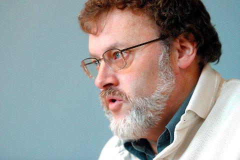LEDER: John Sanden (Ap) er komiteleder og tar opp saken.
