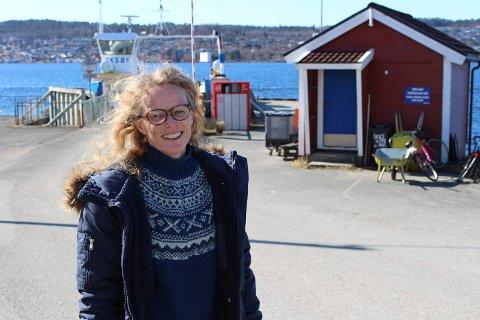 Unni Solheim er leder av Sandøya vel som inviterer til bydelsmøte med ordføreren onsdag i neste uke. – Vi ønsker at det kommer mange på møtet, for Sandøya er et levende samfunn.
