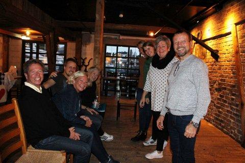 Gjett om de er spente på årets oppsetning av Breviksrevyen her aktørene øver i Verftet på Sjøloftet. Geir Aurstad, Heidi Bordier, Tommy Solli og Karin Sjøstrøm gleder seg over at billettene går unna.